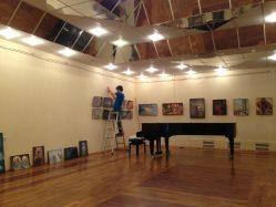 Фото с монтажа выставки в клубе-галерее «Крылатский орнамент»